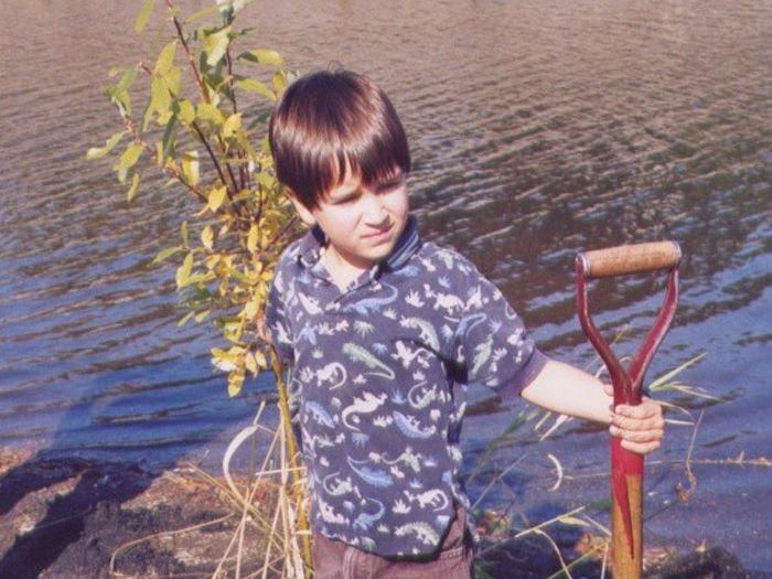 Rivière Saint-Charles – Participation d'un enfant à la corvée de plantation