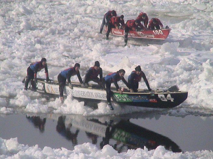 Course de canots à glace au carnaval de Québec