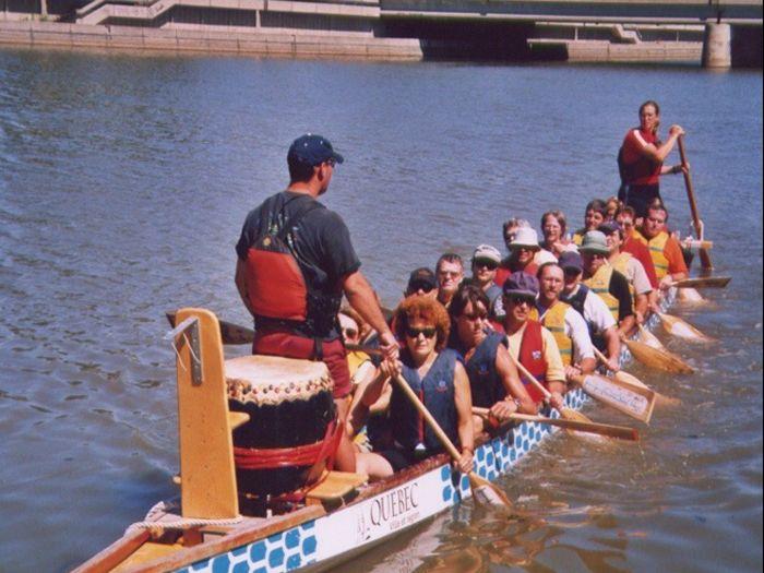 Partipation de la ZIPQCH à la course de bateaux-dragons au premier festival chinois de Québois pour promouvoir l'assainissement de la rivière Saint-Charles- 04